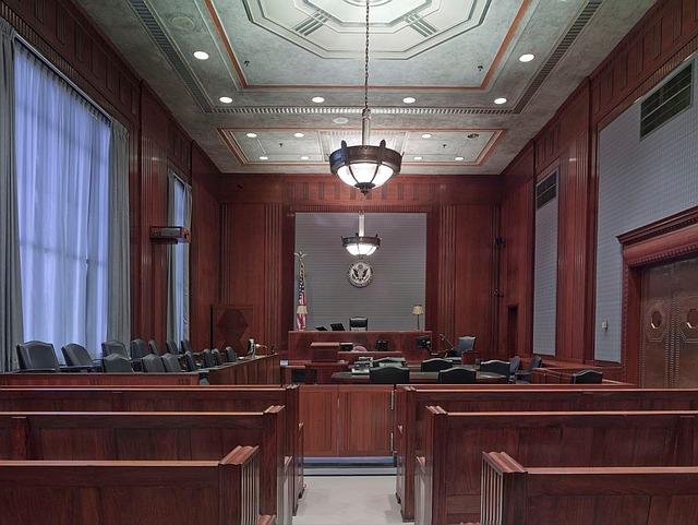 courtroom, English translation of a sala do tribunal